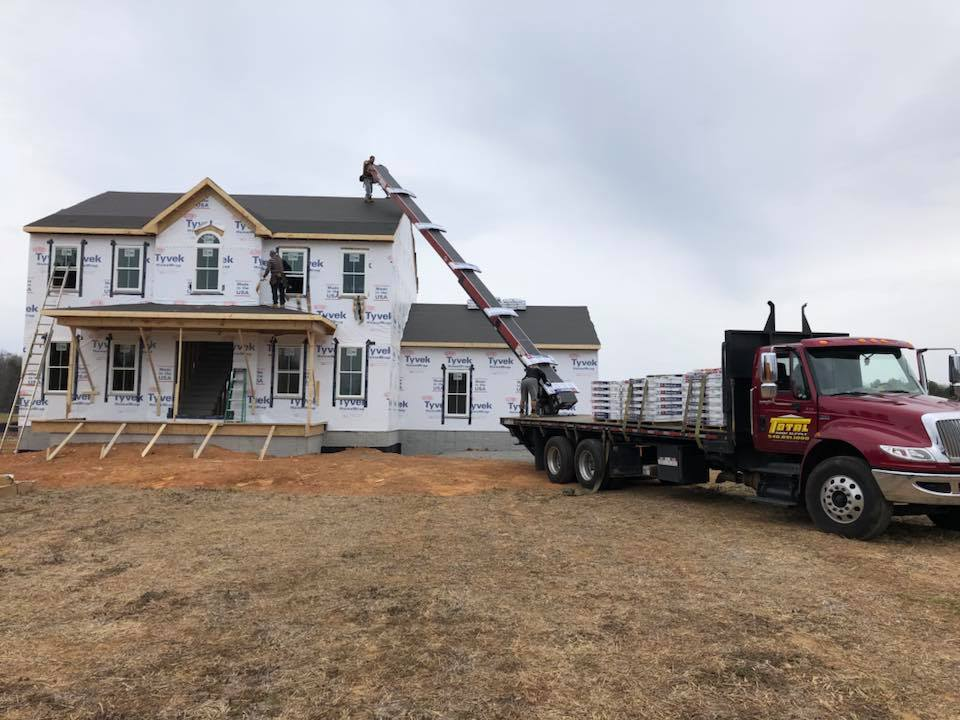 Roofing-NewConstruction-TruckUnload 041218